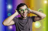 Loco con auriculares y vidrios verdes — Foto de Stock