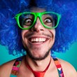 Funny guy naked with blue wig and red tie — ストック写真