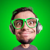 Puppet man listening to music with big head — Stockfoto