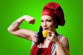 Beautiful tattooed pinup cook girl — Stock Photo