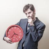 Podnikatel s hodinami pochybné — Stock fotografie