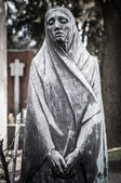 Scary cemetery statue — Stock Photo