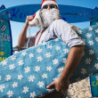 Funny santa claus surfer beach — ストック写真