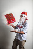 Забавный Санта Клаус подарок коробки Баббо Натале — Стоковое фото