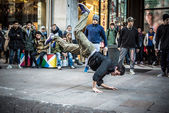 Breakdancer guys in Milan dancing in the street — Foto Stock
