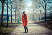 Beautiful woman red coat — Stockfoto