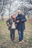 Couple in love using tablet connecting web wireless wifi — Stockfoto