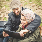 Couple in love using tablet connecting web wireless wifi — Stock Photo