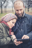 Couple in love using tablet — Stock Photo