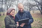 Couple in love using tablet — Foto de Stock