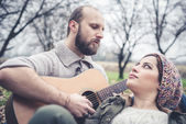 Couple in love  with guitar — ストック写真