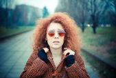 женщина в парке — Стоковое фото