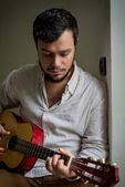 Jouer de la guitare — Photo