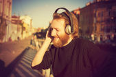 Man listening to music — Stock Photo