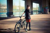 Punk girl riding bike — ストック写真