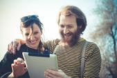 Couple avec tablette — Photo