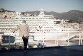 Ludzie z powrotem patrząc krajobraz morze — Zdjęcie stockowe