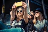 Tre vackra vänner äkta — Stockfoto