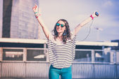 Vrouw met slimme telefoon — Stockfoto