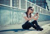 Ascolto musica donna — Foto Stock