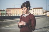 Frau mit smartphone — Stockfoto