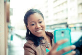 アフリカの若い女性 selfie — ストック写真