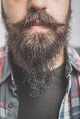 Inconformista de larga barbada y bigote hombre — Foto de Stock