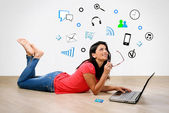 Young woman smiling in front of laptop — Stock Photo