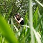 Naturalist woman photographer — Stock Photo