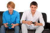 Adolescents jouant avec playstation — Photo