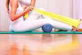 Exercises with elastic strengthening tibial tarsal — Stock Photo