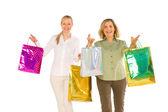 Kadınların anne ve kızı yakaladığında whit üzerinde izole çanta alışveriş — Stok fotoğraf