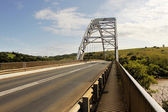 Ponte ad arco sul fiume mtamvuma — Foto Stock