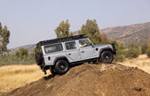 Silver Land Rover Defender 110 SW on 4x4 Course — Stock Photo
