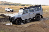Silver Land Rover Defender 110 SW on 4x4 Course — Stok fotoğraf