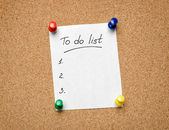 A To Do List pinned to a cork notice board as an aid to efficien — Stock Photo