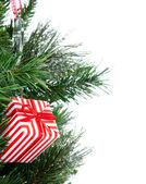 árbol de navidad con adornos de patchwork presente decorado — Foto de Stock