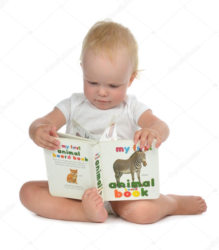 Ni o peque o beb ni a ni o peque o sentado y leyendo - Foto nino pequeno ...