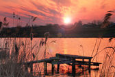 Bunte sonnenaufgang am fluss — Stockfoto