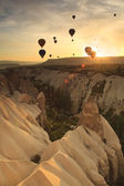 Hot air balloon over rock formations in Cappadocia, Turkey — Stock Photo
