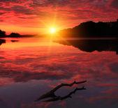 Colorful sunrise on the lake — Stock Photo