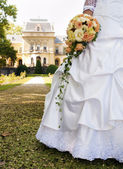 Bride and her bouquet in the park. — Stock Photo