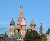 Op het rode plein, sint basiliuskathedraal — Stockfoto