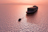 Två fartyg i havet. — Stockfoto