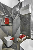 Detail der Sanitärkeramik der ein modernes kleines Badezimmer — Stockfoto