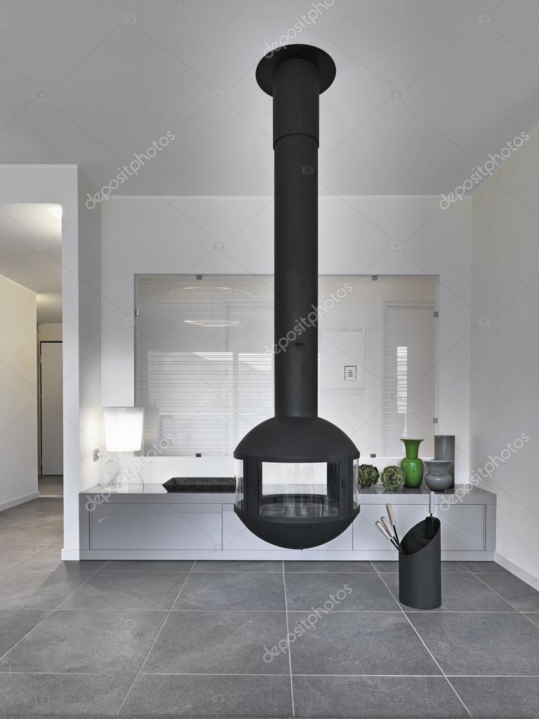 Öppen spis i ett modernt vardagsrum — Stockfotografi ...