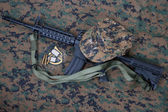 M4 carbine and blank dog tags on us marines camouflage uniform — Stock Photo