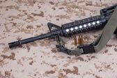 M4 carbine on camouflage uniform — Stock Photo