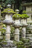 Linternas de piedra japonesas — Foto de Stock
