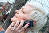 Beautiful woman talks on the cellular telephone — Stock Photo
